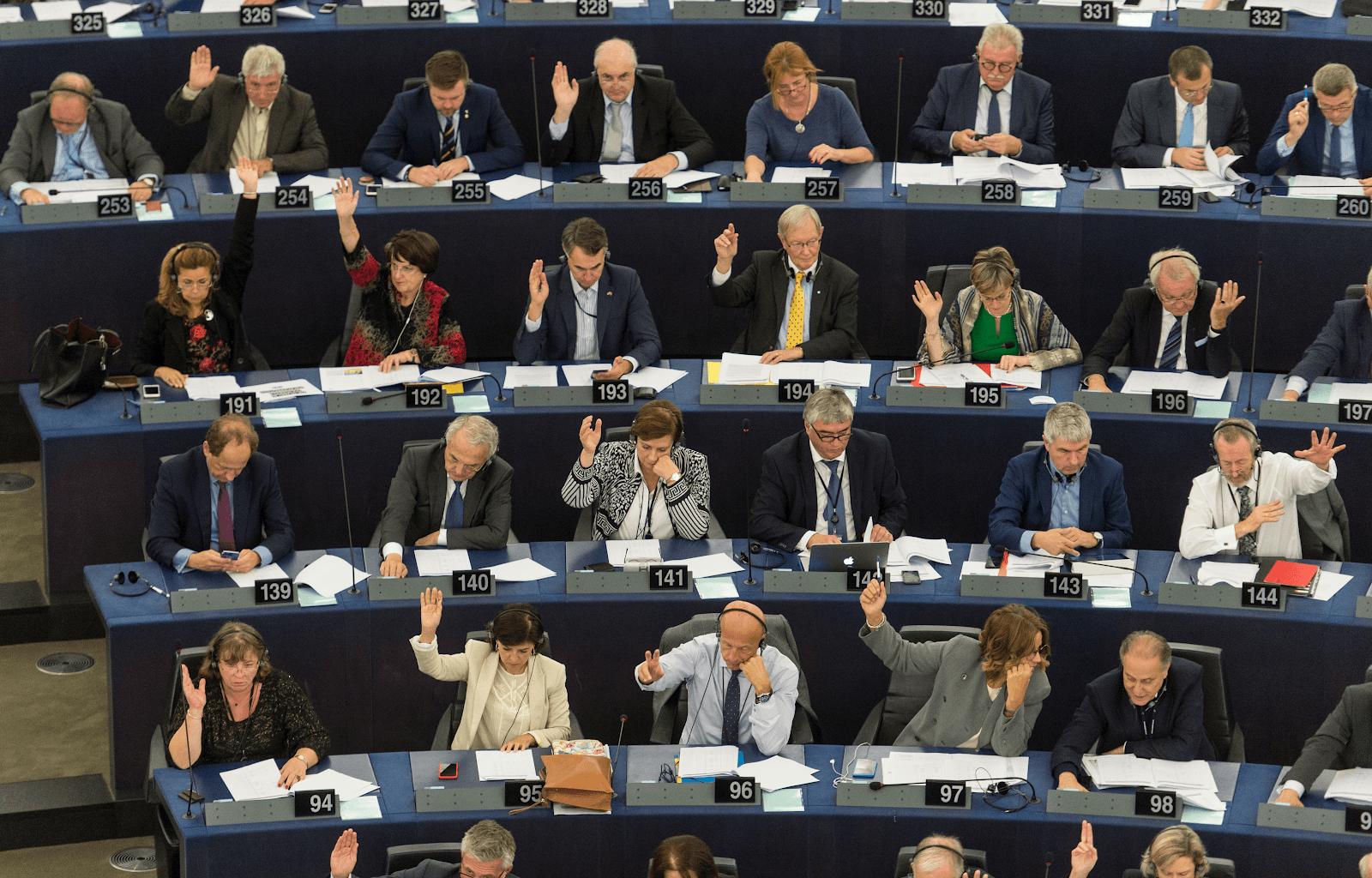 Protejarea democrației în UE devine prioritară pentru Parlamentul European
